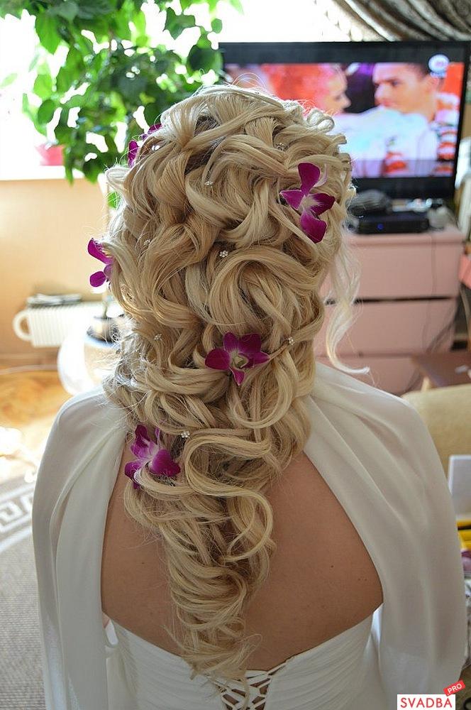 Свадебная прическа на нарощенных волосах