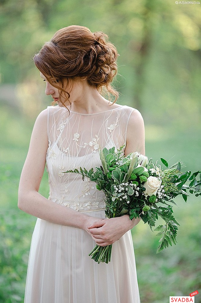 Прическа под платье с закрытыми плечами