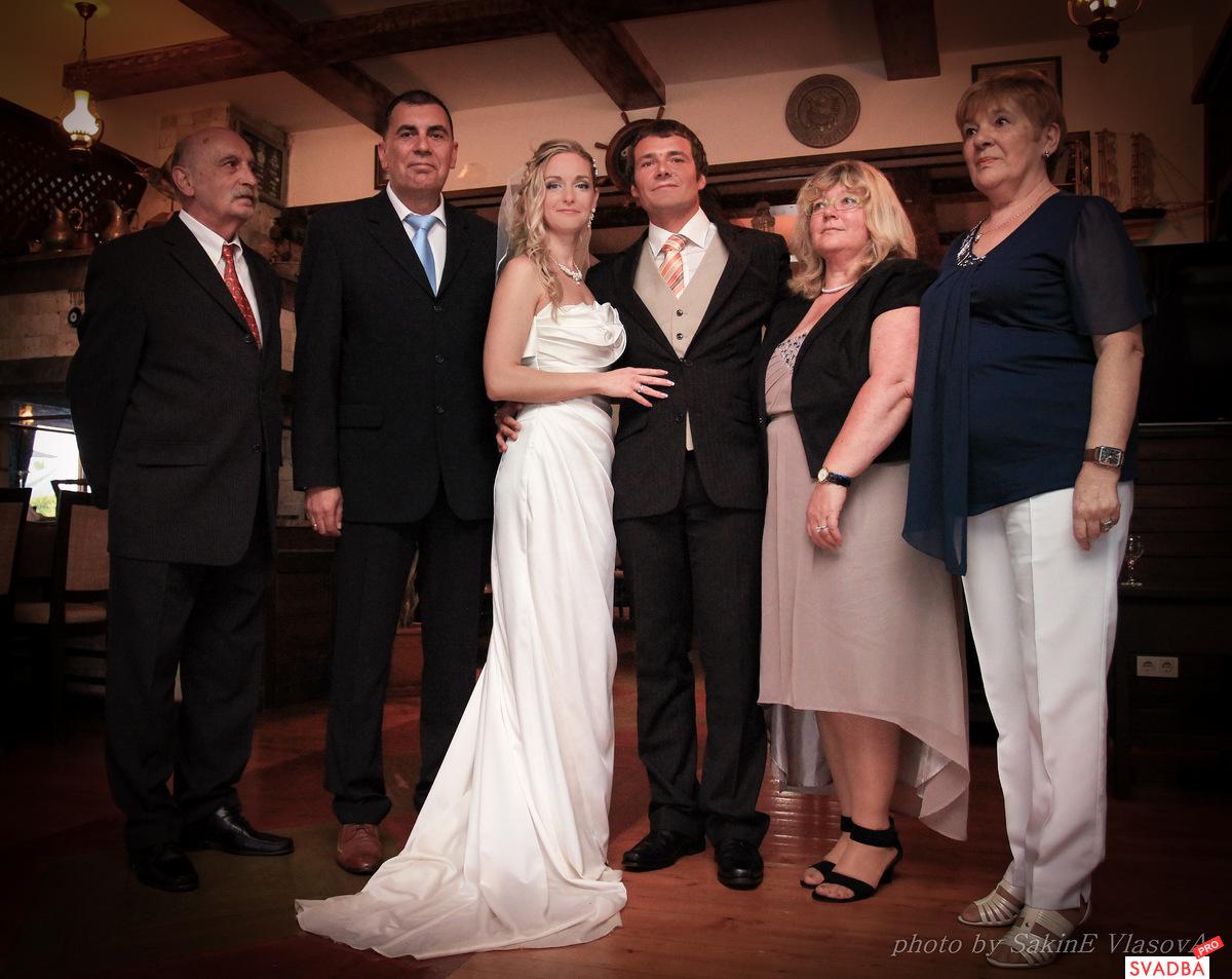 Семейные фото на свадьбе