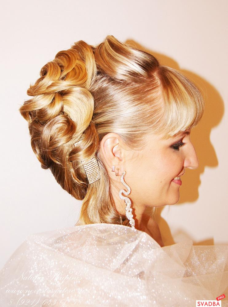 свадебные прически на волосы до плеч видео