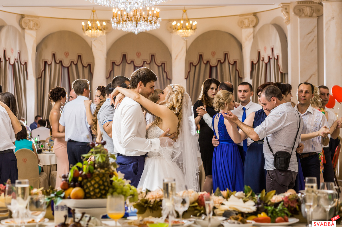 знакомства гостей на свадебном банкете